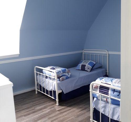 cottage9-bed-room